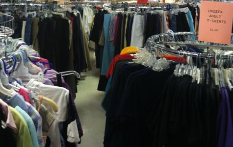 "Volunteers help Rochester Area Neighborhood House in ""clothes closet"""