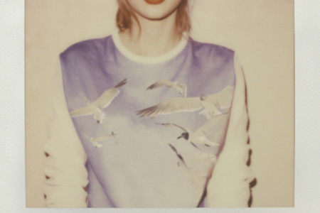"Taylor Swift takes on pop with ""1989"""