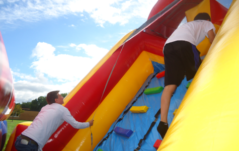 Among the activities was the bounce house, which attracted many freshmen ready to embrace the childhood thrill of climbing up things.