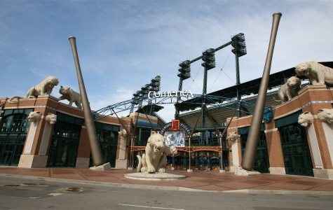Light failure causes 18-minute delay at Comerica Park