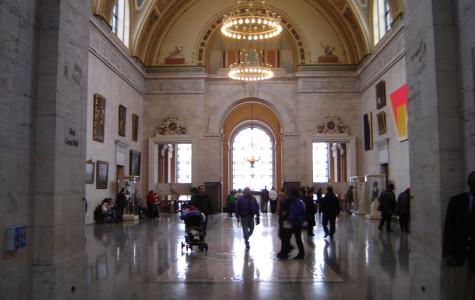 Art students visit the Detroit Institute of Arts