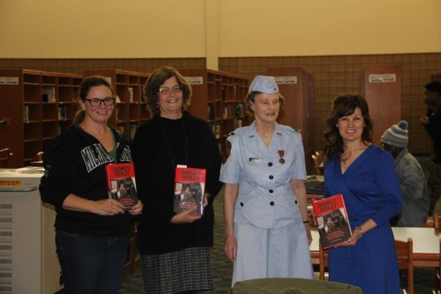 Former+Donut+Dolly+Joann+Puffer+Kotcher+donates+memoir+to+RHS+library