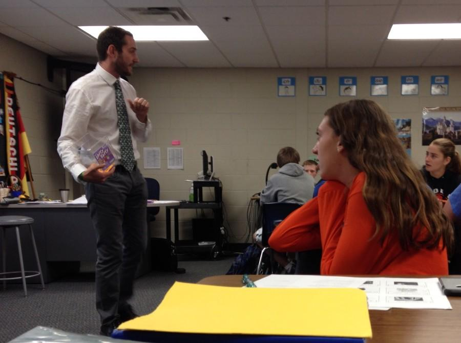 Mr. Crites teaches his German 4/5 class. Photo by Zahra Ahmed