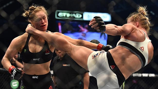 Holly+Holm+knocking+out+Ronda+Rousey+on+a+leg+kick.