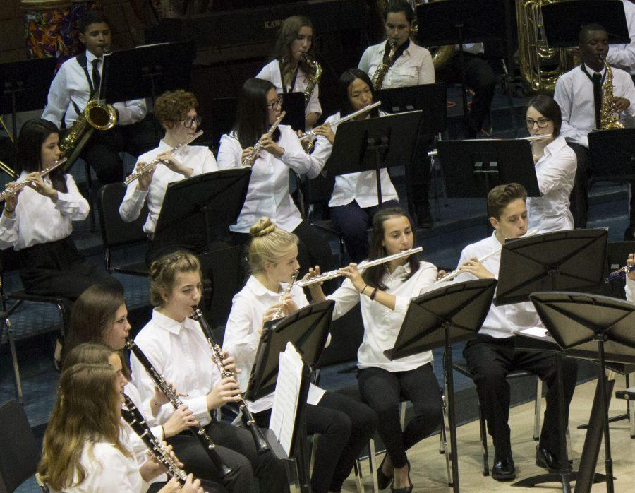 The+Rochester+High+School+Concert+Band+performs+%22Synergies%22+by+Robert+Sheldon+to+open+up+the+2016+Collage+Concert.