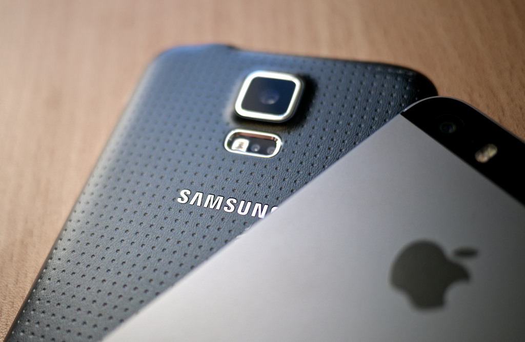 Apple+or+Samsung