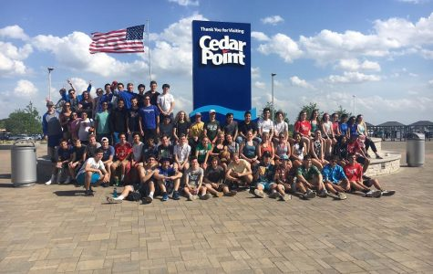 Students on the field trip pose in front of the entrance to the park.