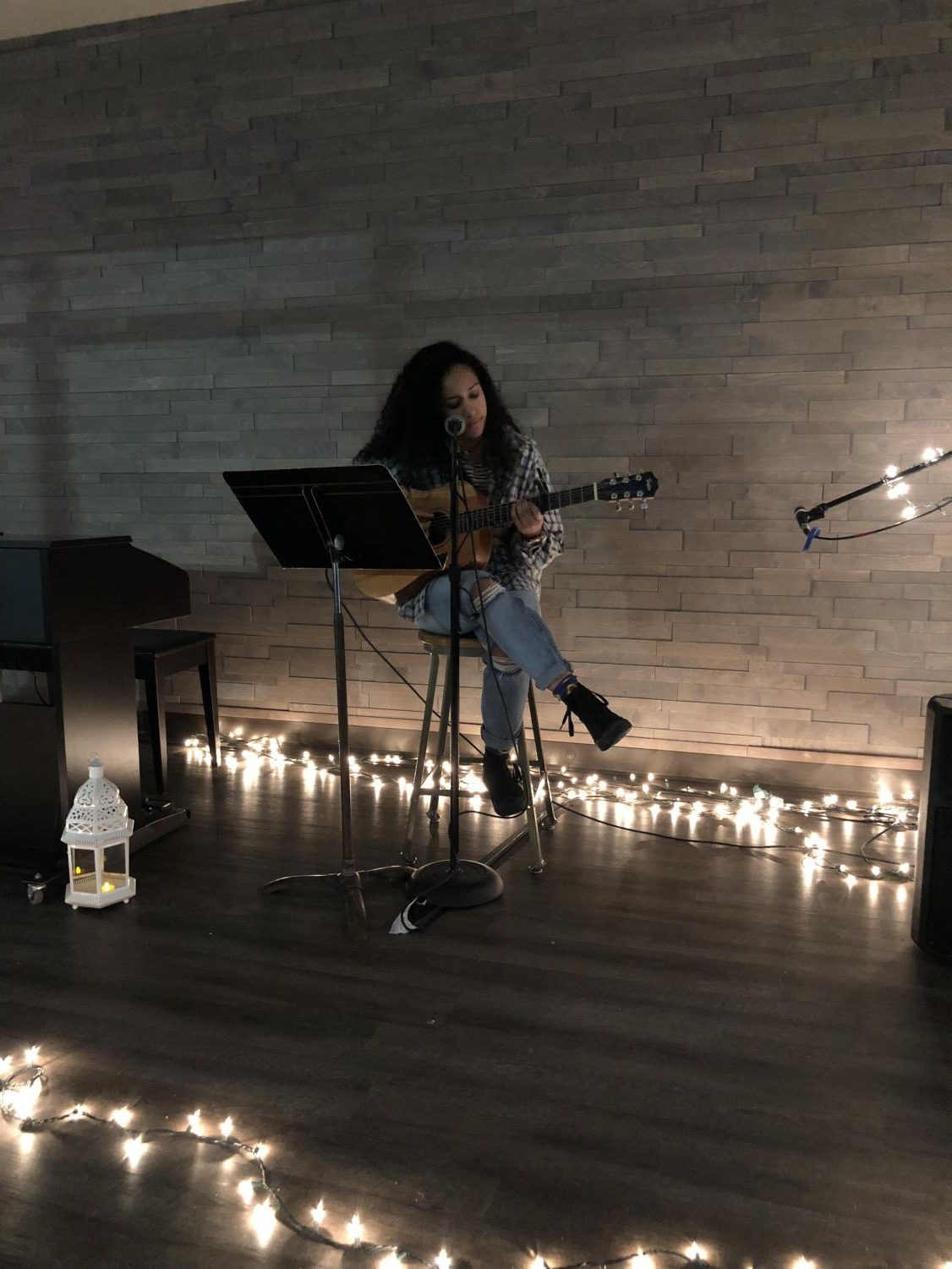 Graduate Bre Weaver comes back to RHS to perform for students during Coffee House.